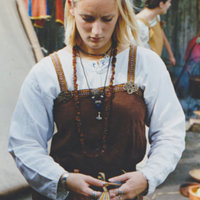 Dressed_viking_woman_at_weaving[1].jpg